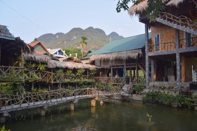 Case plutitoare in Mai Chau